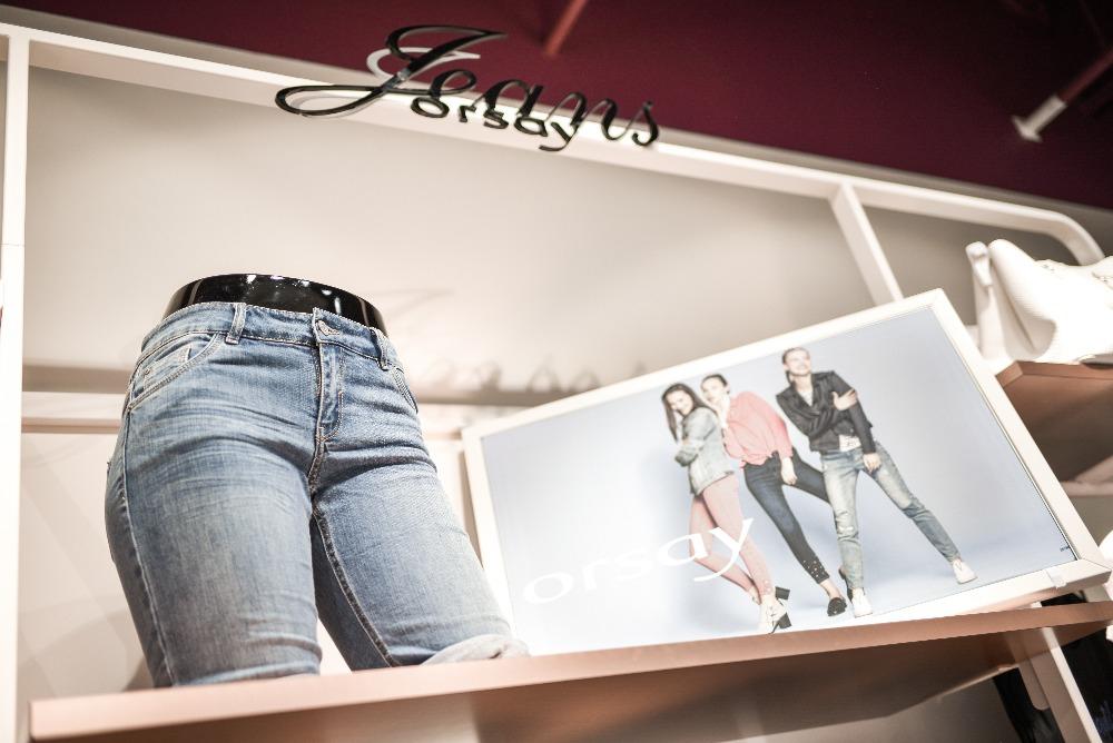 3ec4f7a57848 ORSAY nabízí velmi ženskou módu plnou šatů